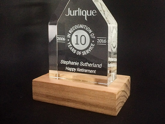 timber-wooden-material-award-gift-trophy-example-1