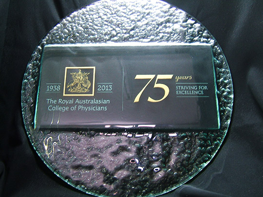 slumped-textured-glass-special-effect-award-gift-trophy-example-1