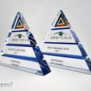 americold-tierd-triangle-pyramid-blue-crystal-glass-print-engaving-award-trophy
