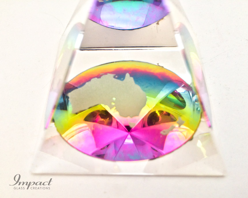 australia-rainbow-colour-glass-crystal-pyramid-paperweight-gift-2