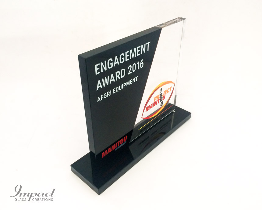 manitou-recognition-award-black-crystal-glass-colour-print-3