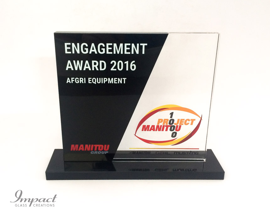 manitou-recognition-award-black-crystal-glass-colour-print-4