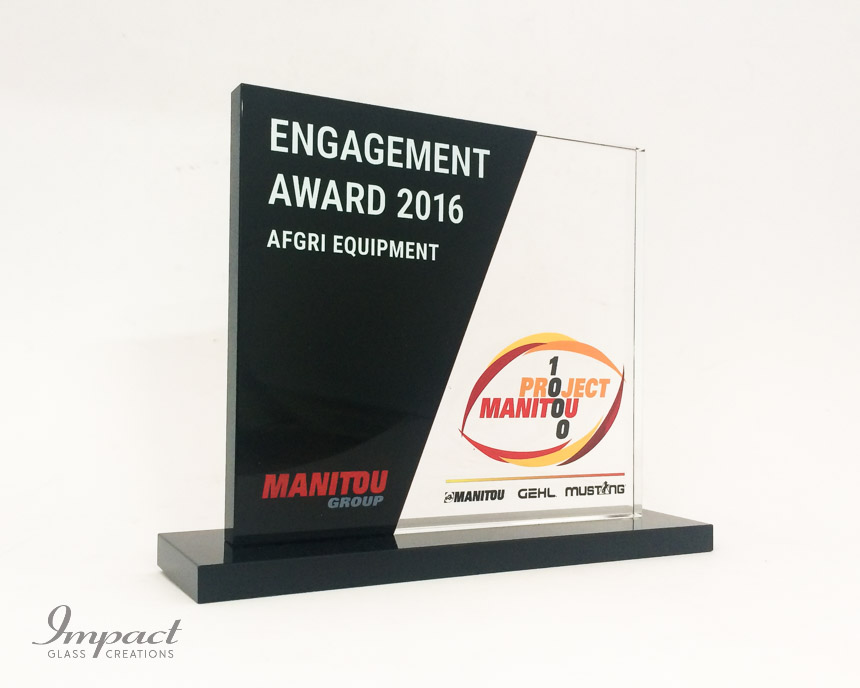 manitou-recognition-award-black-crystal-glass-colour-print