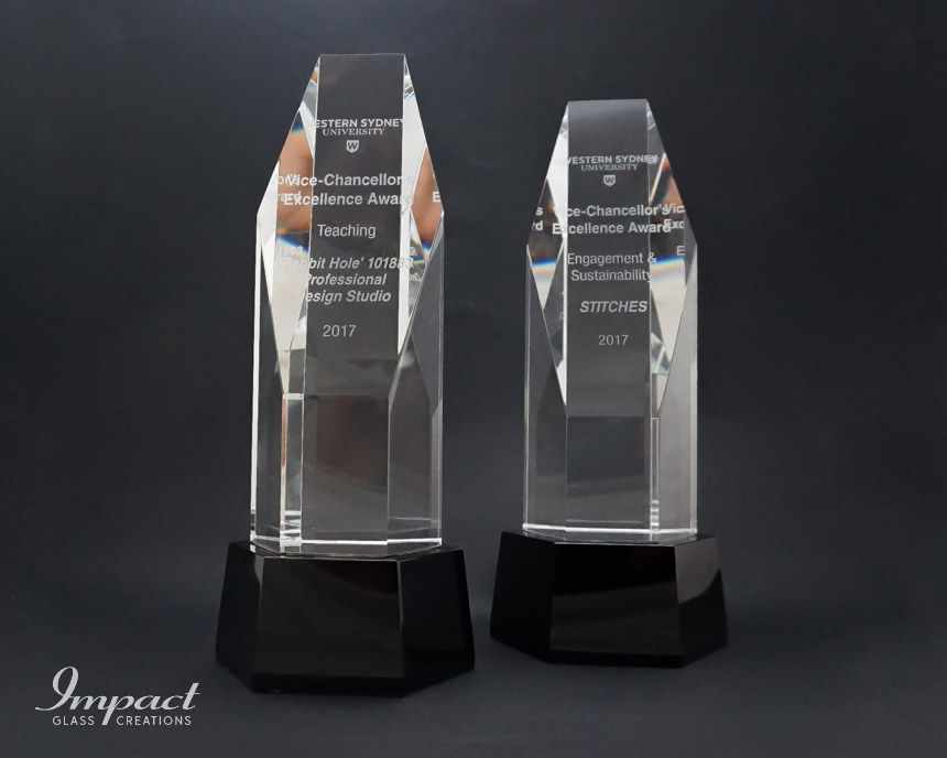 western-sydney-university-vice-chancellors-award-cut-crystal-glass-black-base-engraved-2