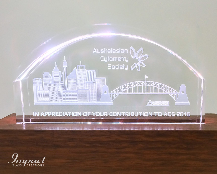 australian-cytometry-society-crystal-glass-gift-coloured-led-light-wooden-timber-base-2