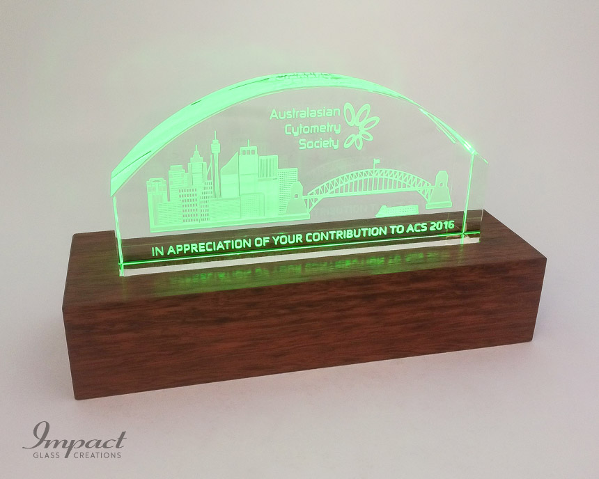 australian-cytometry-society-crystal-glass-gift-coloured-led-light-wooden-timber-base-3