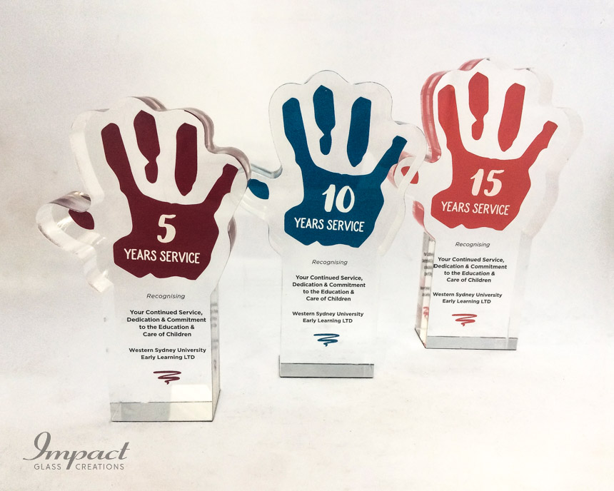 early-learning-center-crystal-glass-hand-service-award-trophy-colour-print-3