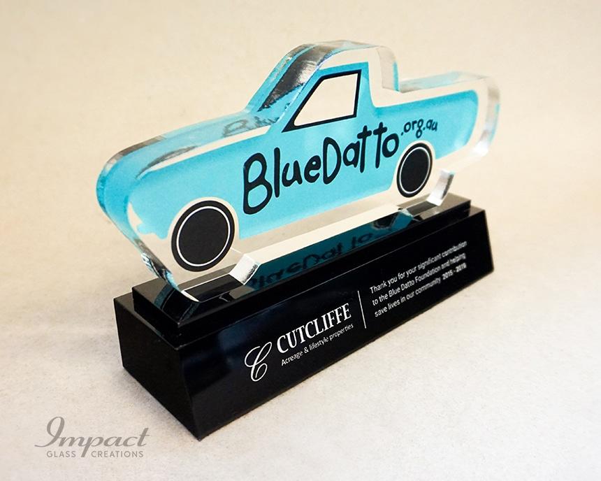 blue-datto-car-shaped-sponsor-award-4